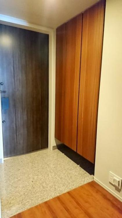 トールサイズの大型シューズボックスがあるので、靴もしっかり収納できて玄関周りもスッキリ使えます。