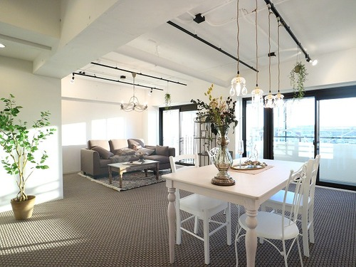 24.5帖の大型LDK~家具照明付きリノベーションマンション~『シャンボール瀬田』の画像