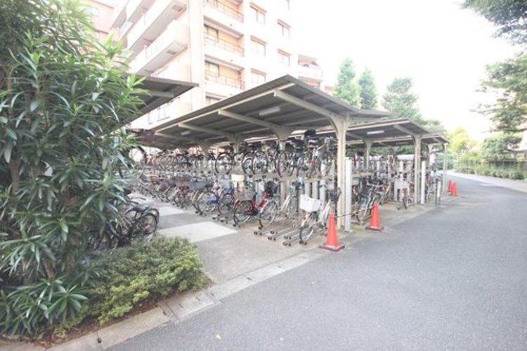敷地内に駐輪場がございます。※空き状況は都度ご確認ください。