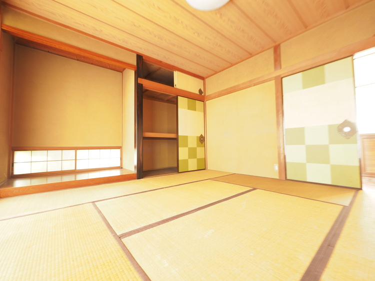 和室でほっと一息。リビング隣に、横になれるスペースがあると重宝します。