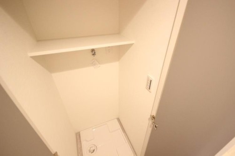 独立した洗濯機置場。洗面脱衣所を広々と使えます。