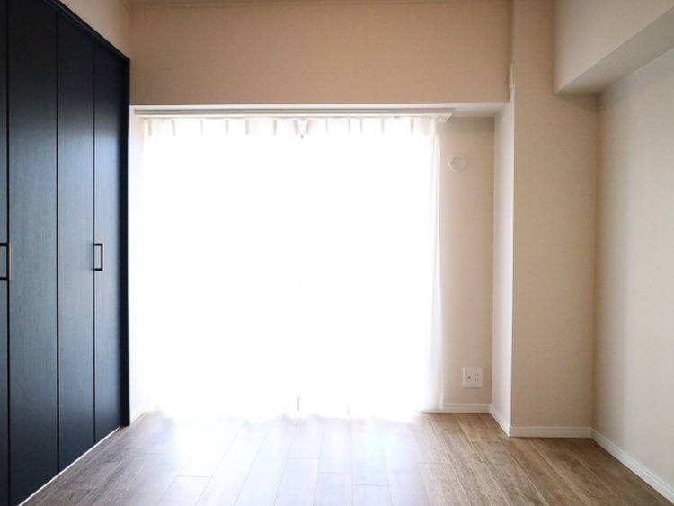 一日の中で多くの時間を過すことになる住まいだからこそ、いつも穏やかな空間であるように心掛けています。 構成する建材などへの配慮が、住まう方の健康を守ります。ワンランク上の、「オンリーワンの家」を提供。