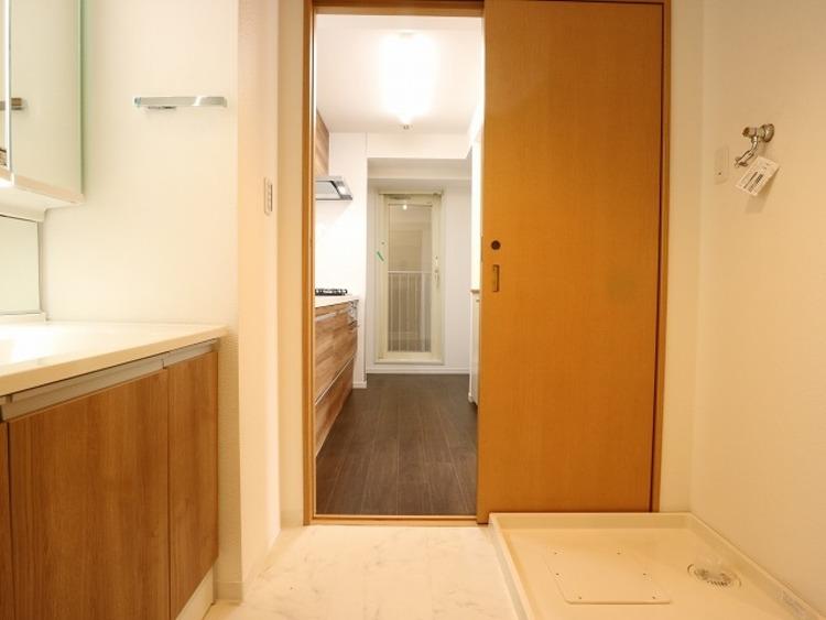 キッチンのすぐ横に洗面水回りをご用意していますので、家事が捗るように動線を意識した間取りです。