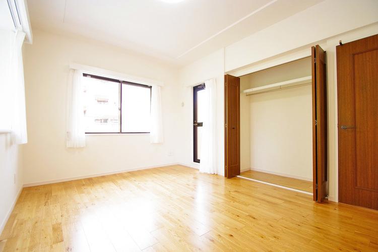 洋室約8.4帖 収納スペース付き