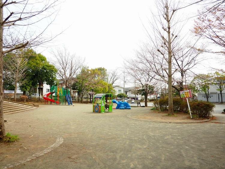 加賀原ぎんなん公園 距離450m