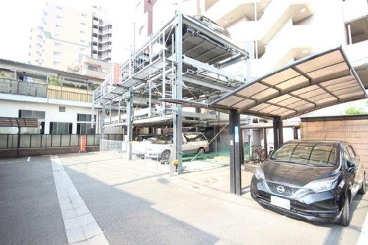 平置き・機械式の駐車スペースが嬉しいですね。大きめのお車をお持ちの方でも難なくお停め頂けます。※空き状況は都度ご確認下さい。