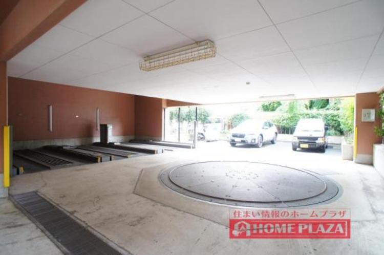 駐車場が敷地内にあり便利です!