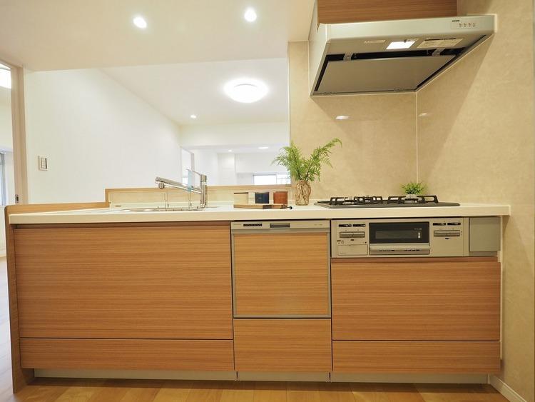 対面キッチンを採用。キッチンから立ち込める香りが今日の料理を期待させます。