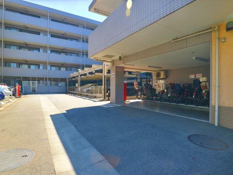 駐車場・駐輪場。