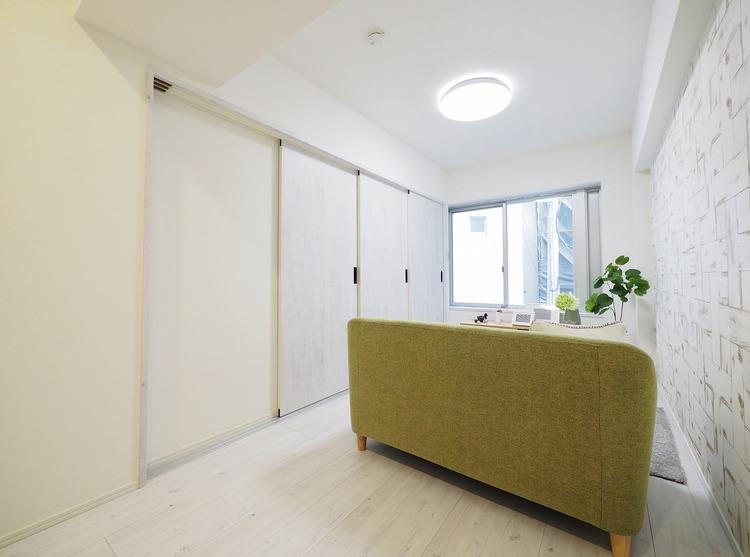 日照に恵まれたお部屋。柔らかい自然光で朝目覚める暮らしが送れるだろう。