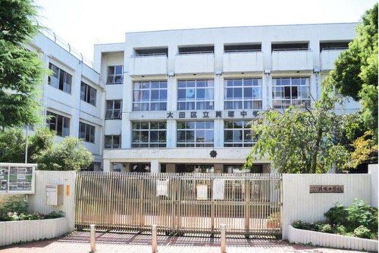 大田区立貝塚中学校まで370m。昭和36年4月に設置され、本年度58年目を迎える歴史と伝統のある中学校です。「主体的 ・ 対話的で深い学び」の実現に向けて、授業展開を工夫しております。