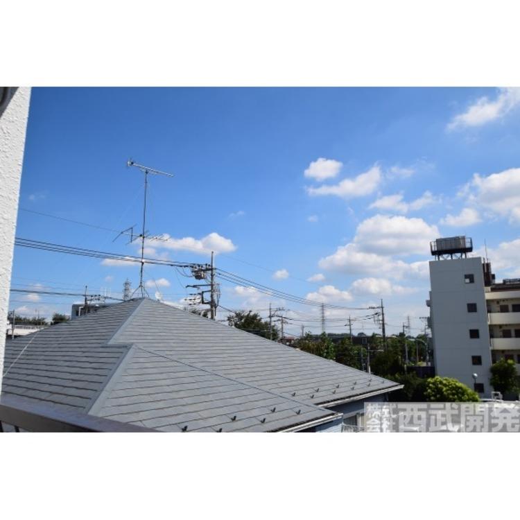 【眺望】とても心地よい風が入ります。青空を眺めながら一息つける環境です。