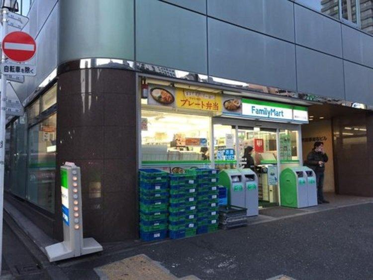 ファミリーマート東麻布一丁目店まで80m。ファミリーマートは日本のコンビニエンスストア フランチャイザーである。東証1部などに上場されている大手流通企業、ユニー・ファミリーマートホールディングスの子会