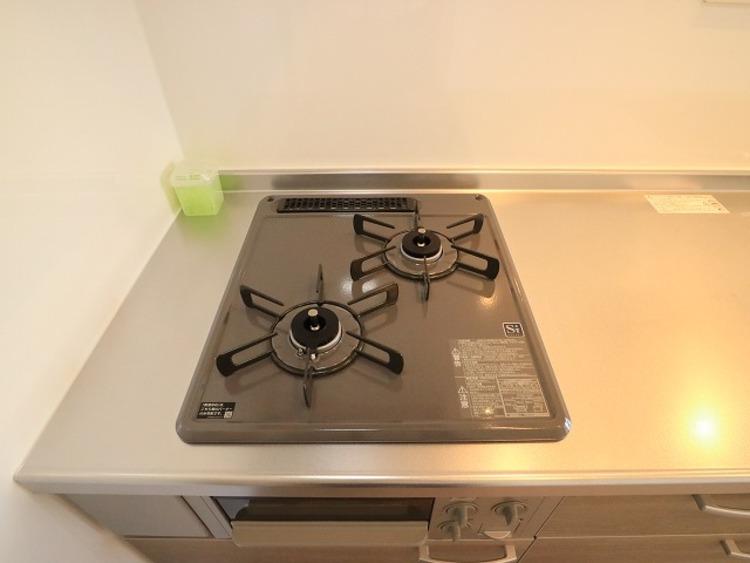 コンパクトにまとめられたガスコンロは、作業台も広く使用できます。使い勝手の良さを考えました。