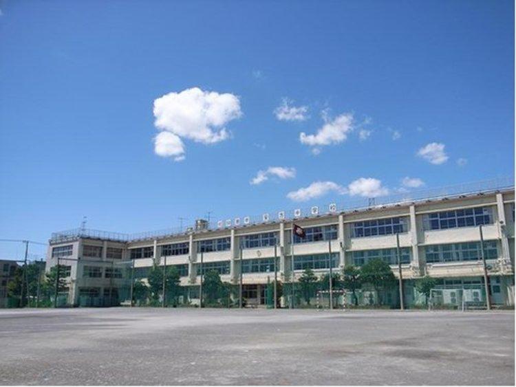 大田区立安方中学校まで1160m。教育目標: 学ぶ 鍛える 思いやる。