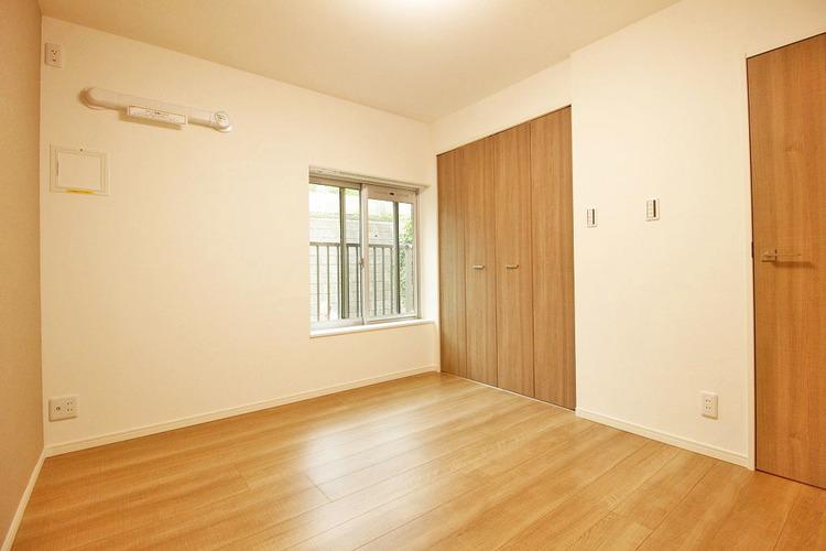 洋室約4.3帖 収納スペース有り