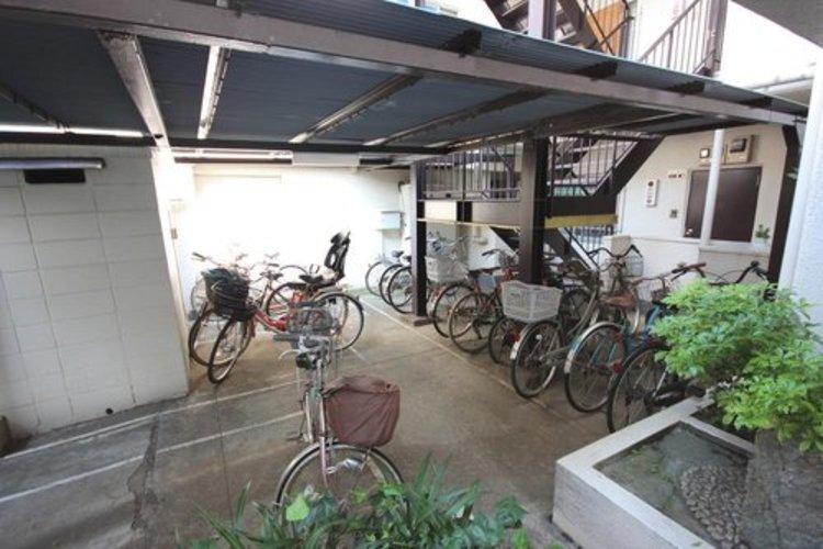 荒天でも安心の屋根付き駐輪スペース