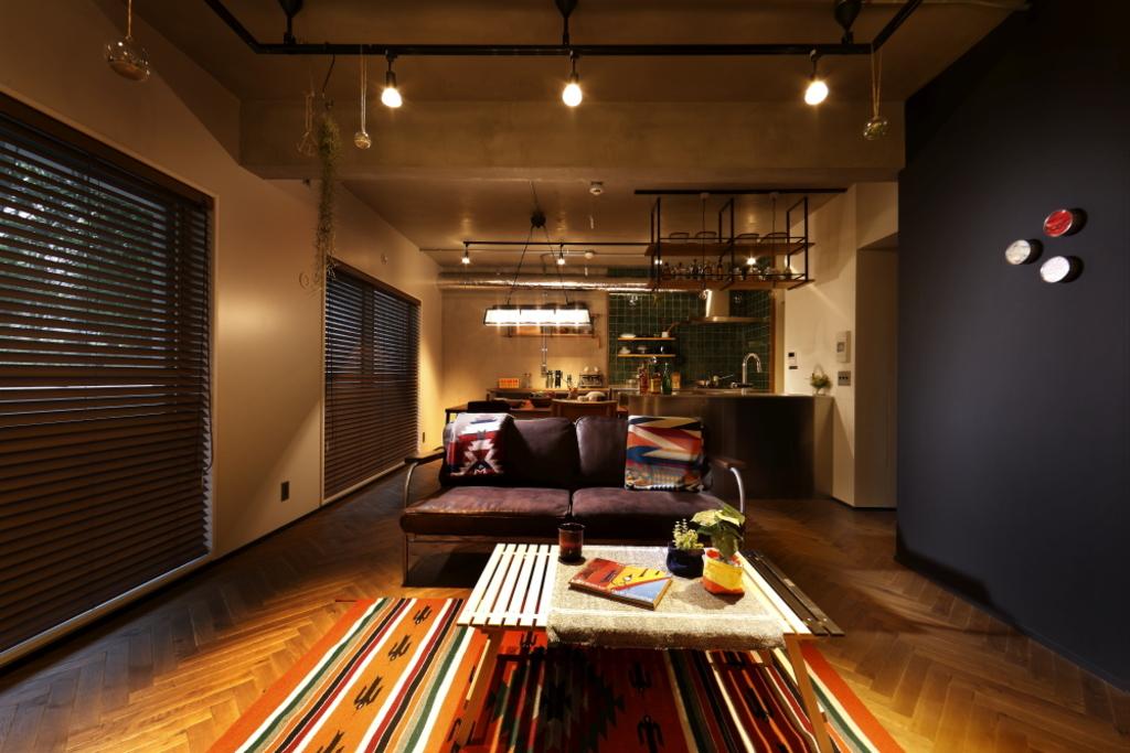 ヴィンテージ調のお部屋です!無垢材の床やスポットライト。新築では味わえません!!