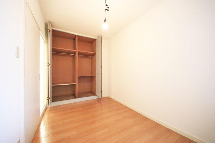 洋室約5.0帖 収納スペース付き
