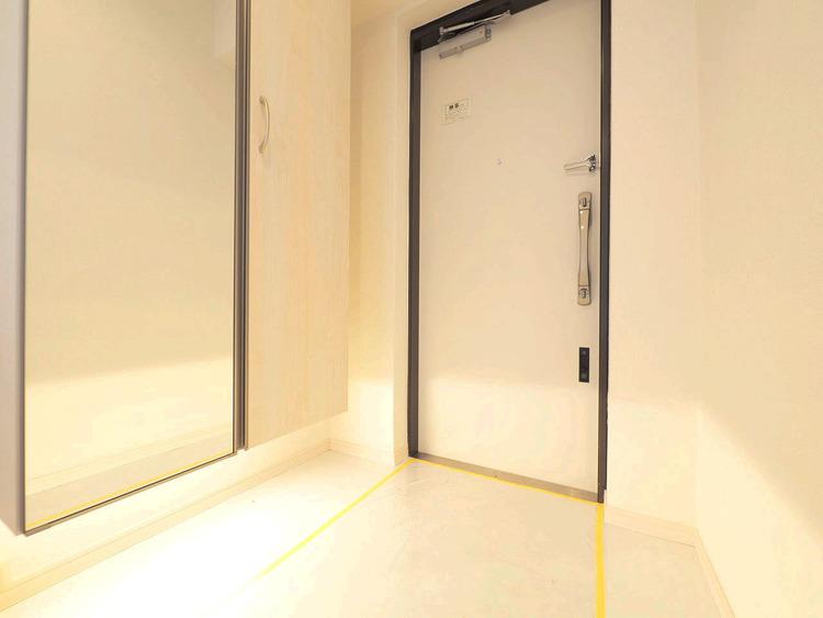 白い清潔感のある玄関がご家族を明るく出迎えます