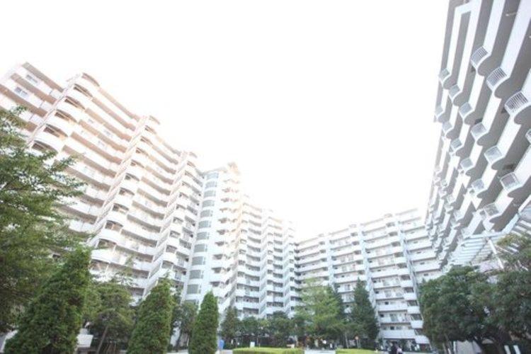 少し優雅に、眺望の良い部屋で新生活をしてみませんか? 高層階や建物自体が高台などに立地していたり、青空がみえたり、眺望や窓からの景色が良いと、家で過ごす時間も快適。