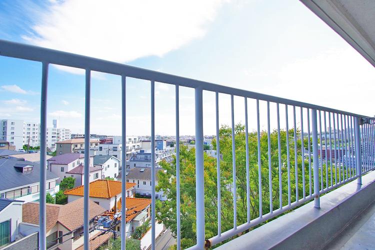 高層階なので、バルコニーからの眺望も良好