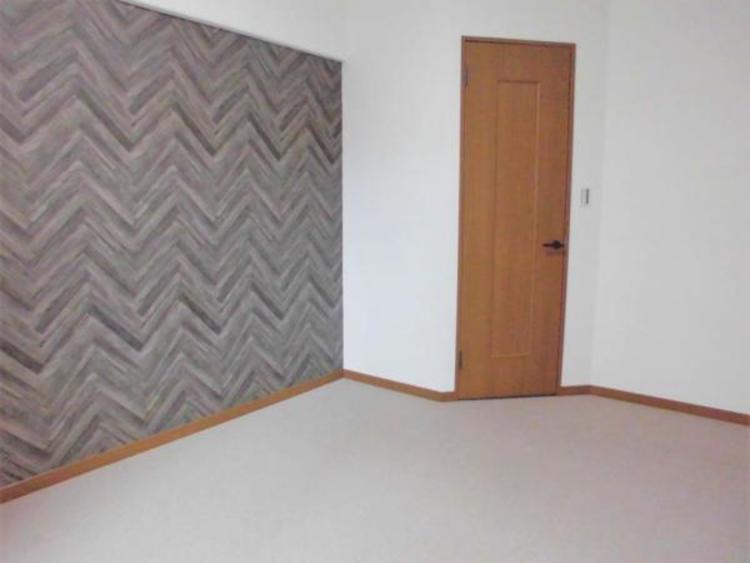 ●シックなクロスがおしゃれなお部屋は家具を選ぶのが楽しくなりますね!