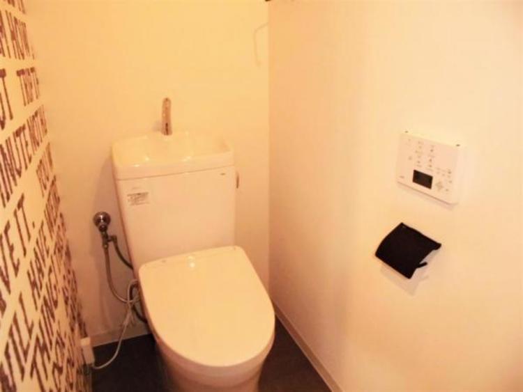 ●アクセントクロスでトイレもおしゃれな空間に!