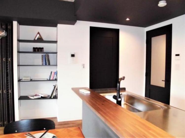 ●備え付けの飾り棚はインテリアも楽しめますね!