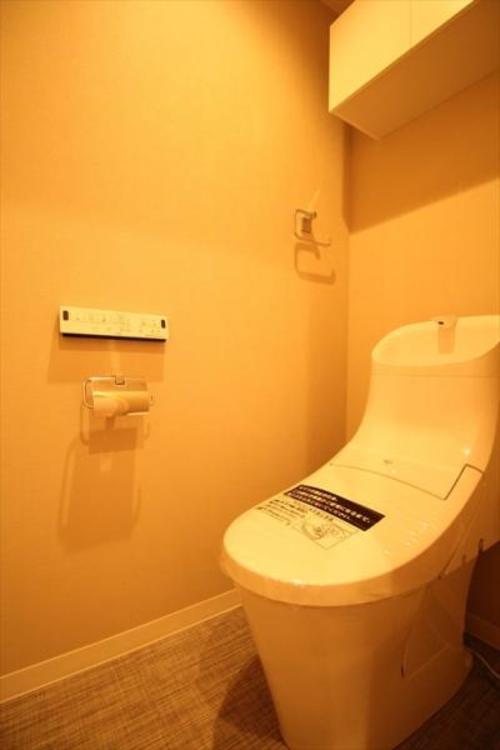 LIXIL製一体型シャワートイレに交換、快適にお使いいただけます
