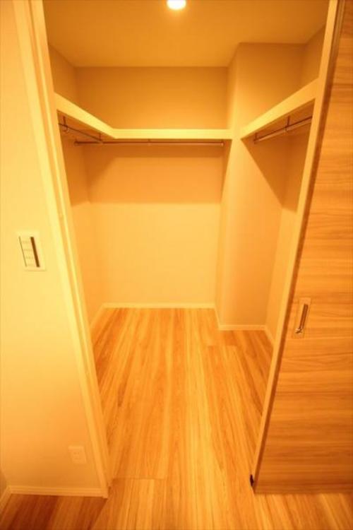 スーツケースやゴルフバッグも収納できる大容量、室内スッキリ使えます