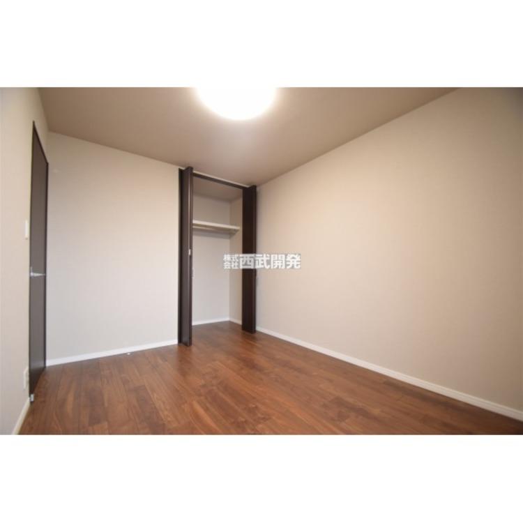 クローゼット付の6.3帖洋室