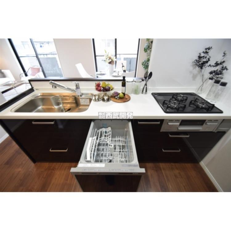 面倒な後片付けの強い味方、食器洗浄乾燥機を標準装備!食後の団欒の時間を創ってくれる優れもの!