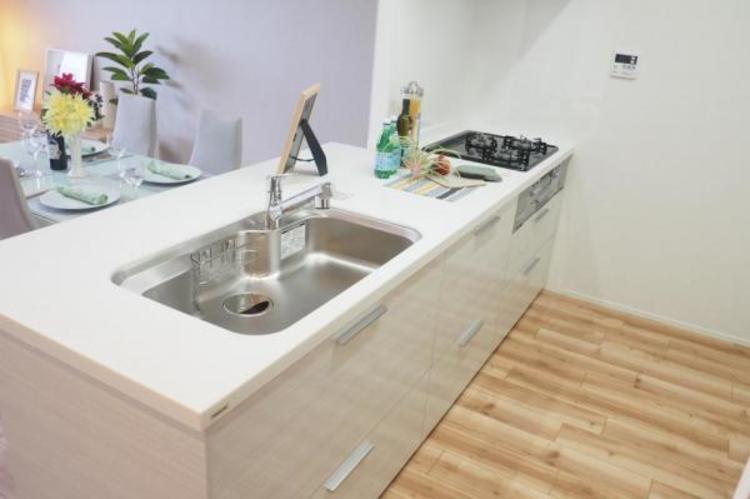 リフォームで新設した人気の対面式システムキッチン
