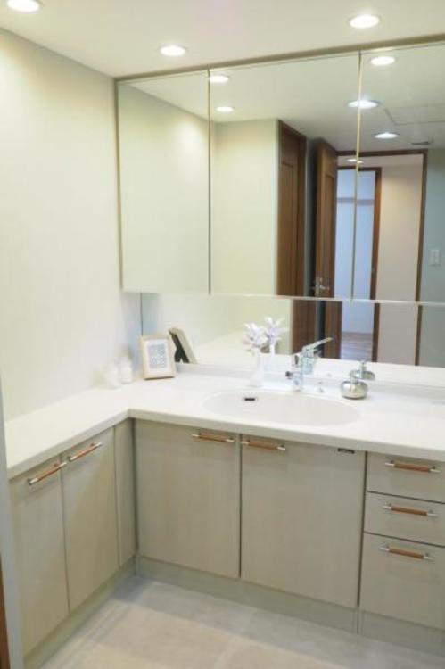 L字型の広い洗面所