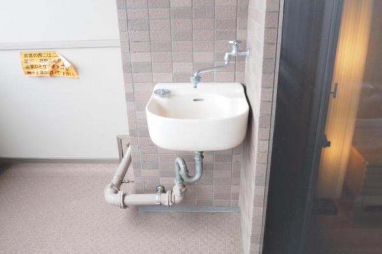 バルコニーは水栓付き!運動靴や汚れものもゴシゴシ洗えます!