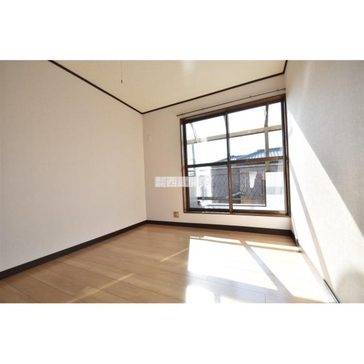明るめのフローリングはお部屋を広く感じさせますね