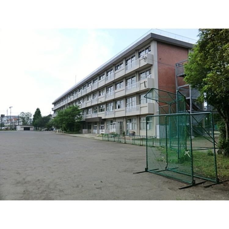 第三中学校(約1100m)