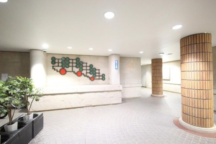 ゆとりのあるロビーは安心を兼ね備えた空間となっており、このマンションの魅力のひとつです。