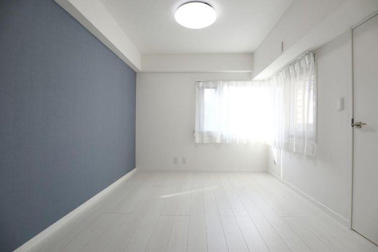「洋室」2面採光の明るい居室