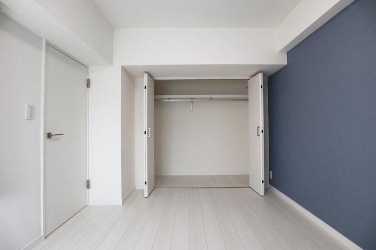 「洋室」部屋ごとに変えたアクセントクロス。大型クローゼット付きでお部屋もすっきり快適に。