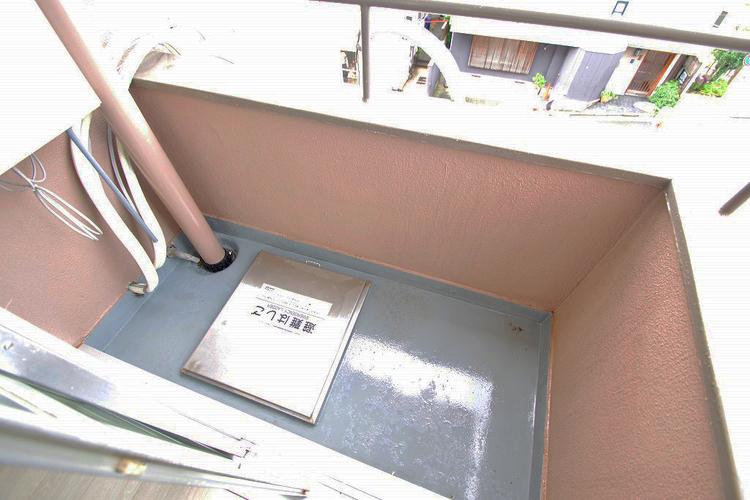 バルコニーには避難はしごが装備されています