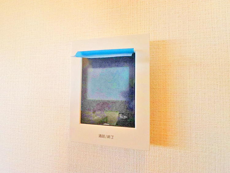 リビングには来客が一目でわかるTVモニター付きインターホン