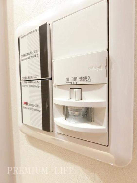 玄関照明は人感センサー付きなので、夜のご帰宅時も自動で明るく照らしてくれます。