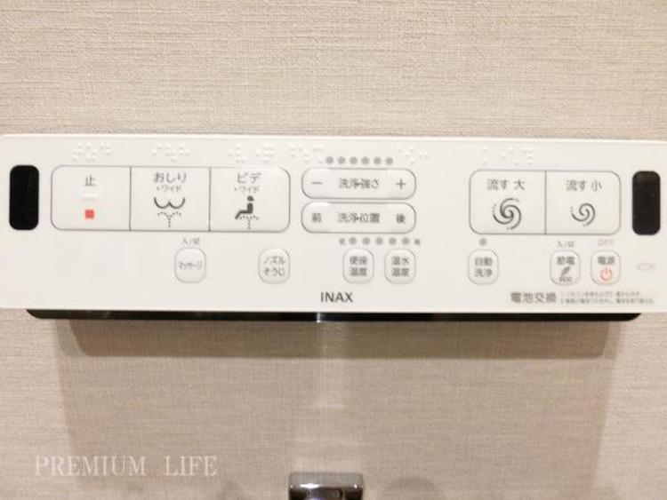 温水シャワーの水圧やモードも変更可能。ノズル自体を自動で洗浄する機能付です。