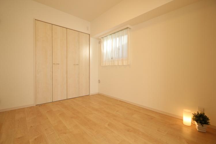 洋室1は約6帖の広さを確保。ワイドなクローゼットを設置しゆったりとした寛ぎ空間です