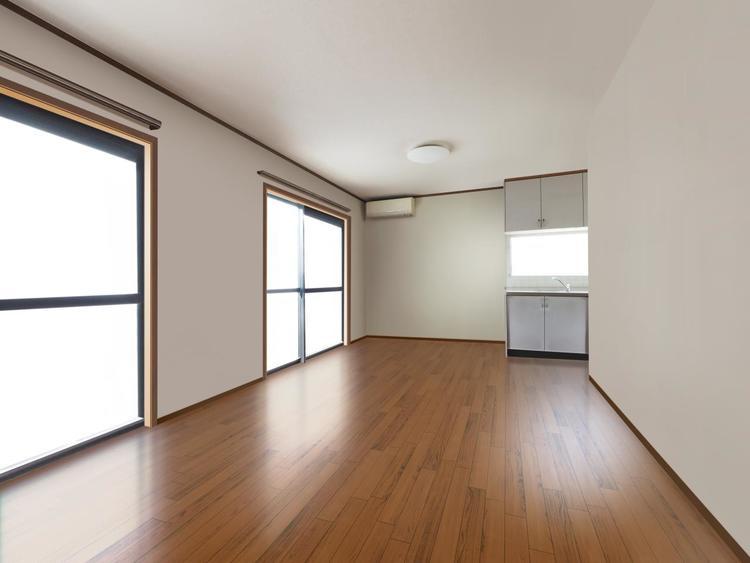 リビングは家族が集まる場所。南側に窓が2箇所と明るい空間で、自然と会話が増える憩いの空間となるでしょう。 ※最新の画像処理技術で実際のリビングの家財を消したイメージを再現しています。