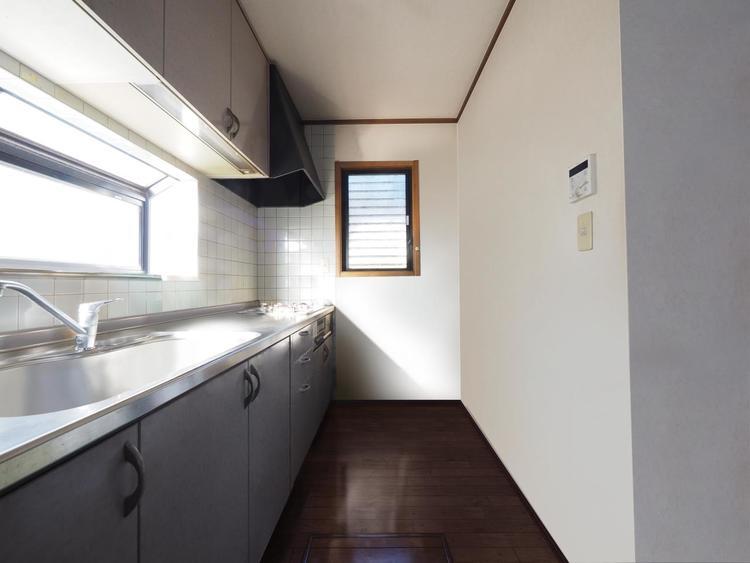 広すぎず狭すぎずが使いやすいキッチンの条件です。※最新の画像処理技術で実際のキッチンの家財を消したイメージを再現しています。
