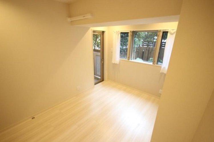 独立性を高めたお部屋。たっぷりの収納も配備しており、スッキリとした居住空間に。