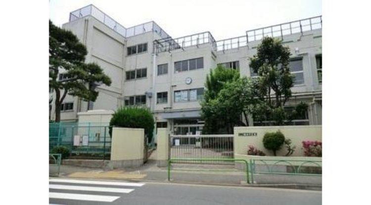 世田谷区立瀬田中学校まで230m 東京都世田谷区瀬田2−17−1に所在する世田谷区立中学校。昭和23年12月23日に創立。